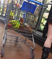 Teen Upskirt at supermarket