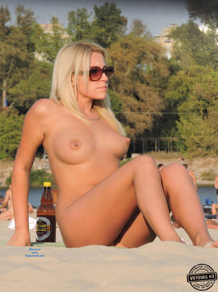Hot Blonde On The Beach - Voyeur Videos-2053