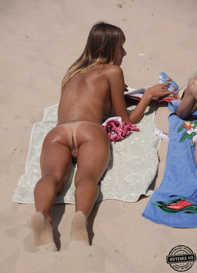 girl-caught-nude-beach