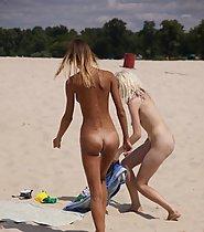 Nude girls caught on beach