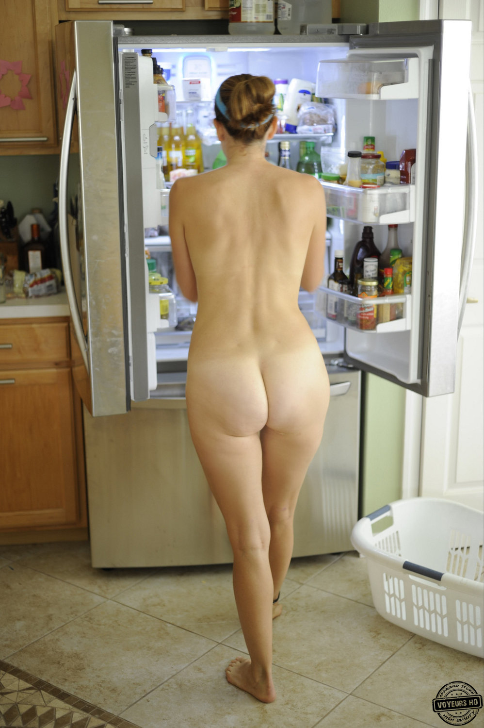 women-walking-around-the-house-naked