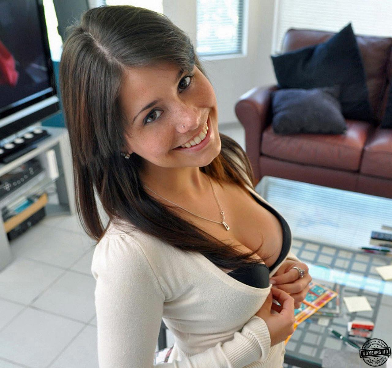 Симпатичная девочка с большими сиськами 9 фотография