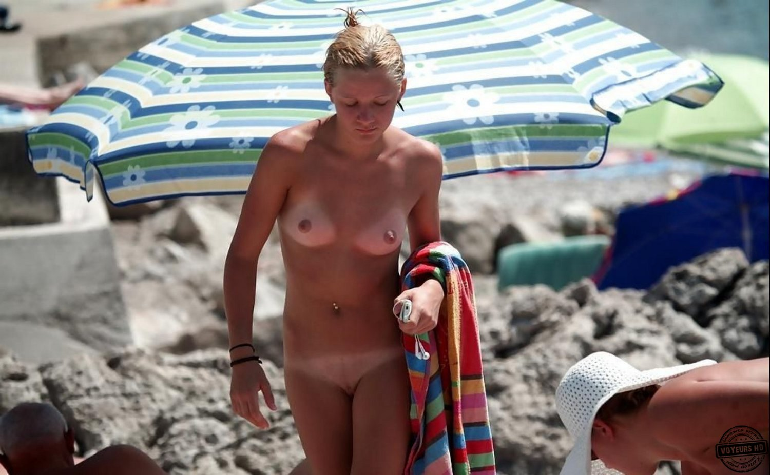 Mom And Daughter Nude On Beach - Voyeur Videos-1486