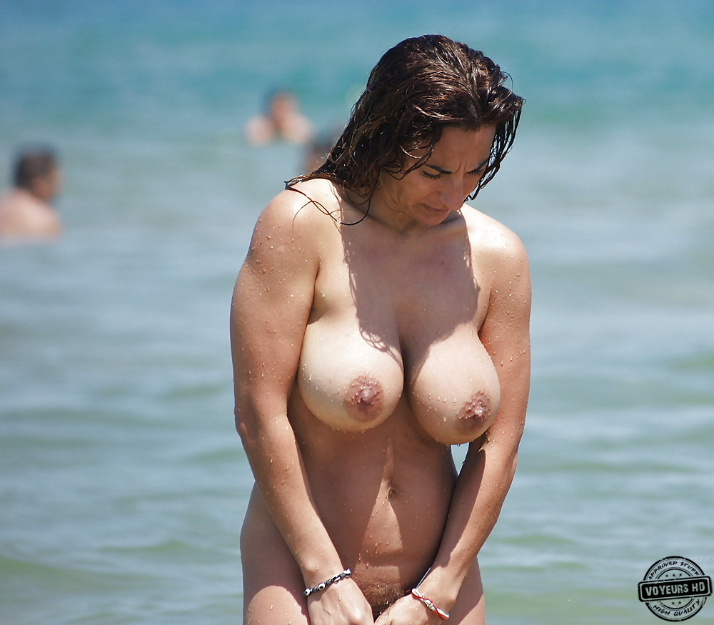 Milf With Big Tits At The Beach - Voyeur Videos-4954