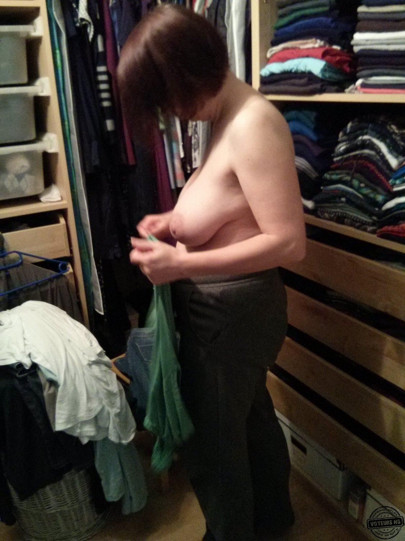 Voyeur Mom, Dress Changing, Changing
