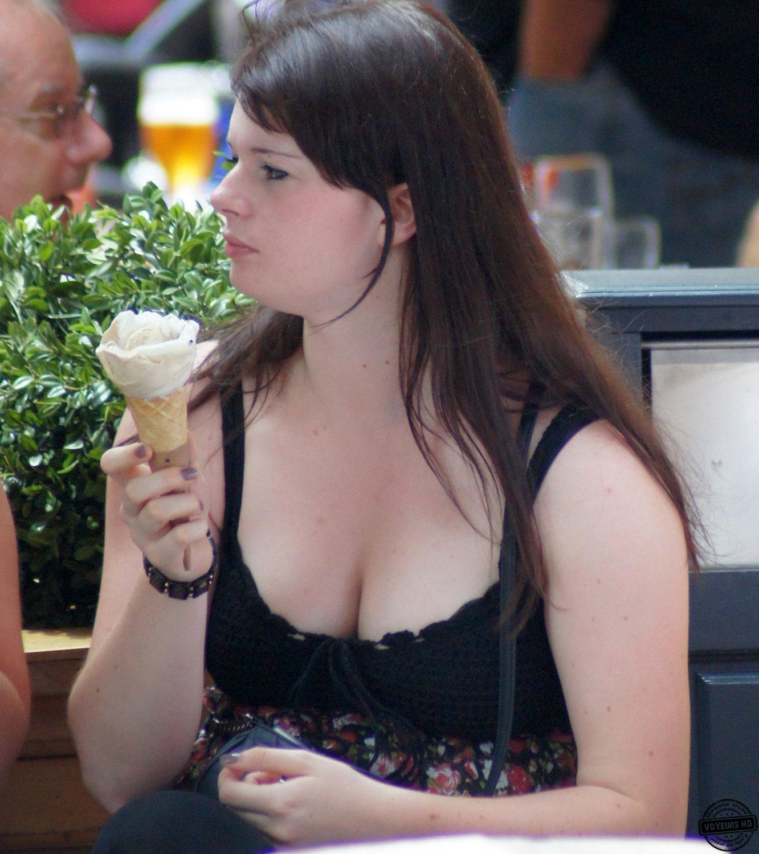 cleavage-pics-voyeur
