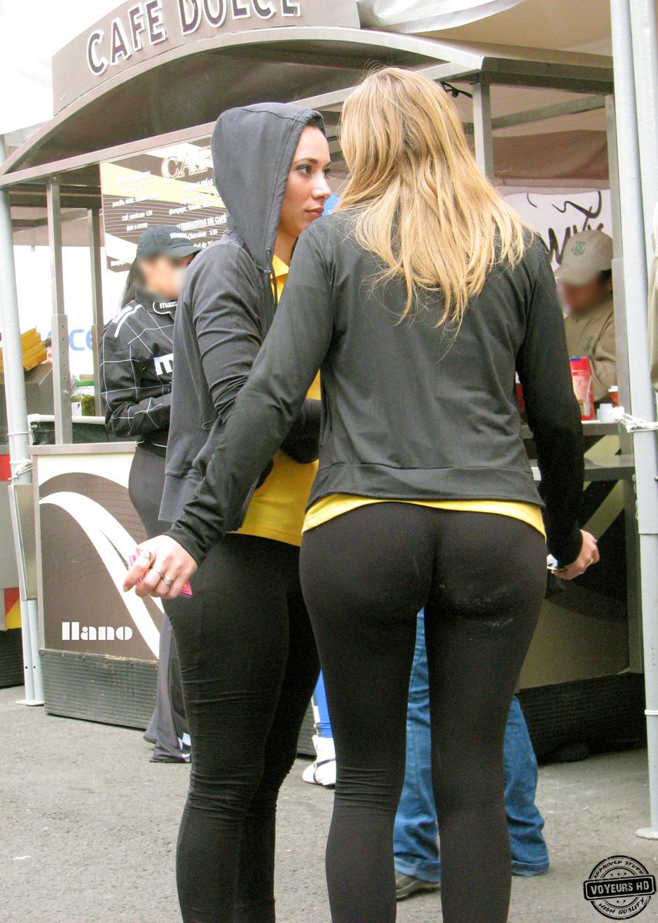 girl in tight jeans photo