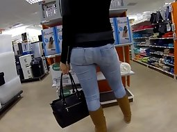 Checking out an ass in jeans