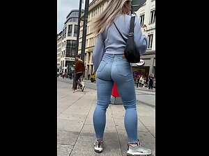 Shorty fills her jeans in a fabulous way