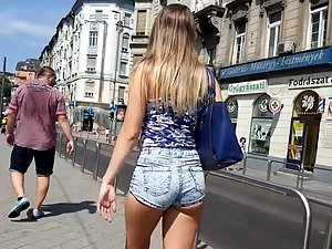Amazing ass and cameltoe in shorts