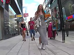 Nicely shaped woman gets stalked