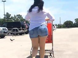 Massive ass seen in the supermarket