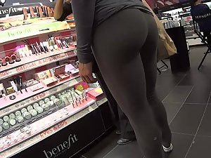 Stalking a hot fit girl in tights