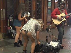 Hot upskirt moment by the street musician