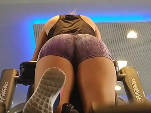 Glued to hot ass in the gym during exercise