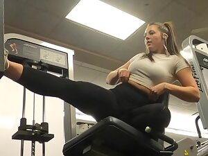 Fit brunette does her leg routine in the gym