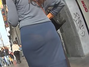 Sexy lace thong visible in unaware milf's dress