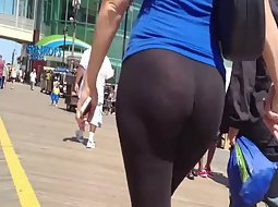 Big butt in black tights