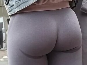 Tights that are made to show off her ass
