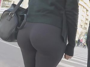 Big ass trying to burst out of tights