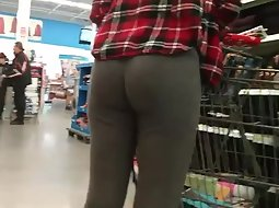 Voyeur spies a super tight ass
