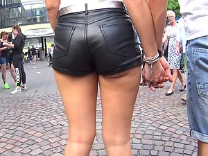 Sweaty ass cheeks in leather shorts