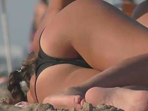 Crystal clear shot of hot tanned ass on beach