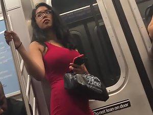 Peeping a sexy vamp woman on the train