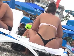 Voyeur peeps hot big ass on beach for long time