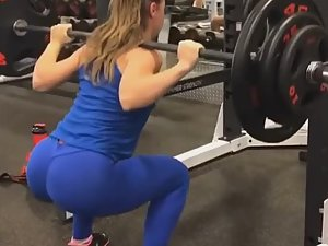 Perfect form of epic ass doing squats