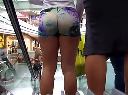 Sporty babe at the mall