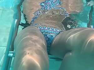 Underwater peep on hot friend in swimming pool