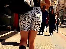 Hypnotic butt seen on the street