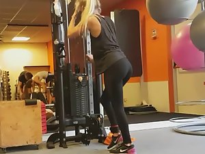 Spying on two sexy fit girls in gym