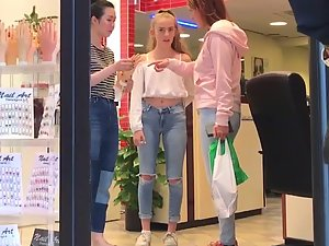 Sexy pocket venus shopping with mom