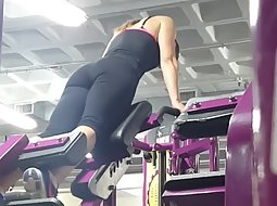 Hot girl's ass spied in the gym