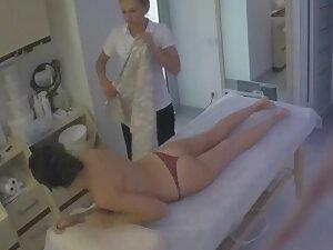 Hidden cam caught a hot girl during her massage