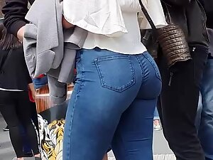 Big butt of a cute girl that likes to eat a lot