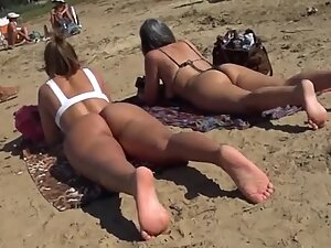Meaty ass cheeks on display at the beach