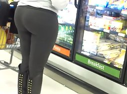 Sexy big booty in the groceries store