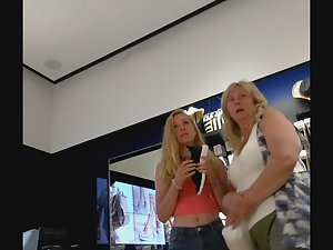 Mother and sexy daughter in shopping - Voyeurs HD