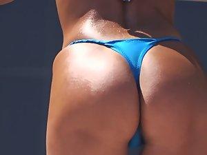 Beach dancer wets her panties with sweat