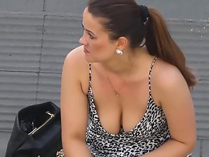 Peeping on big tits during her cigarette break