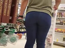 Big butt squeezed in tight pants