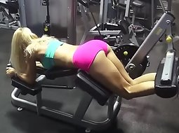 Blonde loves showing off in the gym