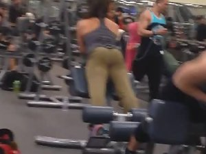 Spying on ass made of steel in the gym