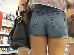 Tight teen ass studied in close up