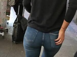 Hot ass and gap between thighs in jeans