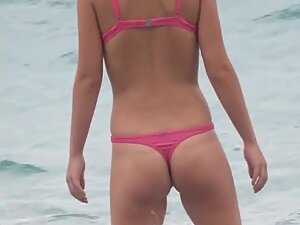 Ass like two apples is noticed from afar