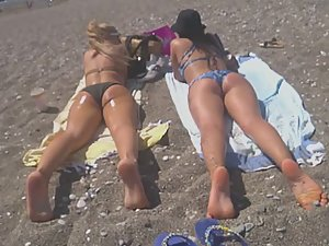 Voyeur positions himself near two hot girls on beach